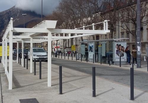 Gare de Grenoble - abri taxi.jpg