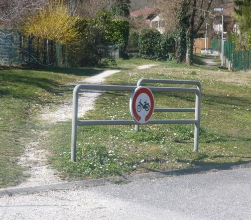 Barrière inutile.JPG