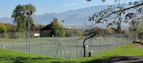 Tennis Bernin - samedi 1er novembre - 10 h 15 - inoccupé.JPG